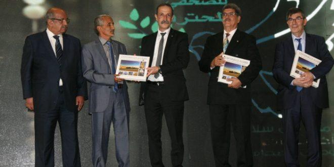 وزارة الاتصال الجزائرية تكرم اعلاميا صحراويا بمناسبة اليوم الوطني للصحافة الجزائرية