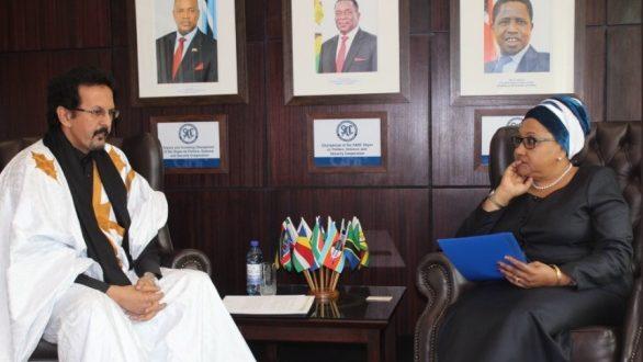 السفير الصحراوي ببوتسوانا يقدم أوراق اعتماده ممثلا دائما للجمهورية الصحراوية بمجموعة تنمية الجنوب الأفريقي