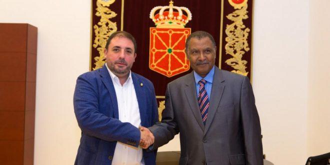 رئيس البرلمان الجهوي بمقاطعة نابارا يستقبل الممثل الجهوي الصحراوي الجديد