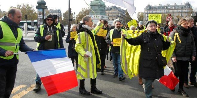 """فرنسا: محتجو """"السترات الصفراء"""" يتظاهرون لليوم الثاني إحياء للذكرى الأولى لانطلاق الحراك"""