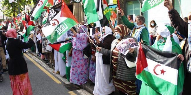عشرات الصحراويين والمتضامنين يتظاهرون أمام القنصلية المغربية بمدينة بلباو ببلاد الباسك