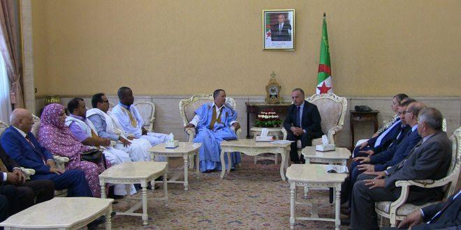وفد صحراوي يستقبل بمقر البرلمان الجزائري